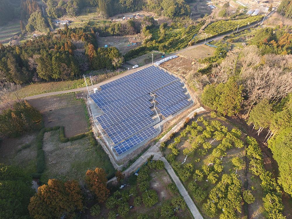 画像:太陽光パネル設置工事