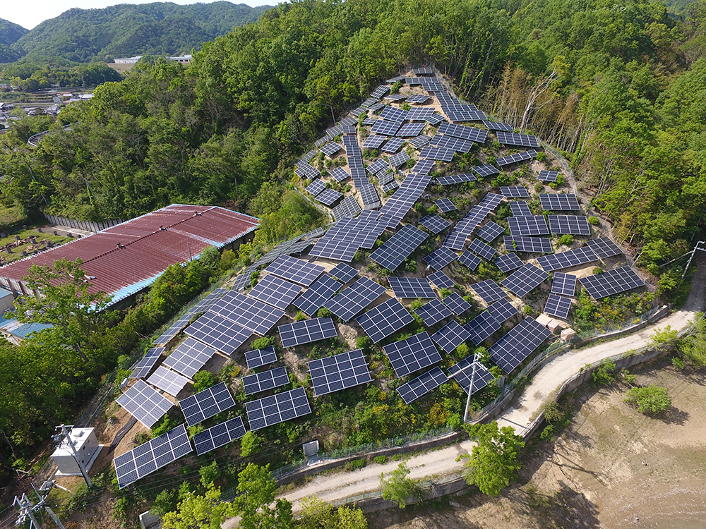 画像:太陽光パネル修繕工事
